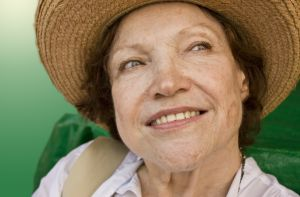 Woman-seniorwearingsunhat