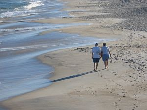Elderlycoupleonbeach